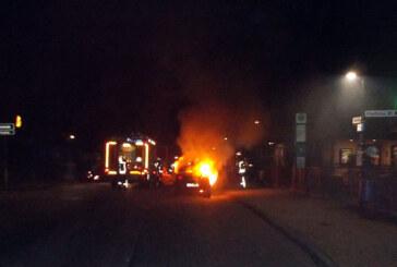 Porta Westfalica: Opel fängt während der Fahrt Feuer