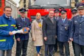 Feuerwehr Steinbergen nimmt neues Katastrophenschutz-Fahrzeug für den Landkreis Schaumburg entgegen