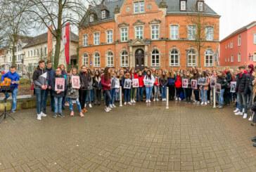 """""""5 Minuten für 6 Millionen"""": Schüler gedenken Holocaust-Opfern"""
