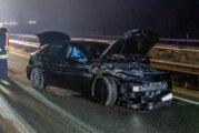 Unfall auf der A2: Mercedes schlägt in Mittelleitplanke ein