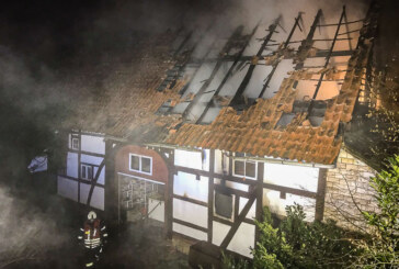Westendorf: Fachwerkhaus in Flammen / Feuerwerk als Ursache vermutet