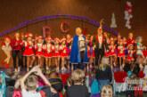 Kinder und Eltern feiern ausgelassen Karneval in Todenmann