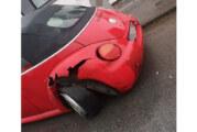 Betrunken Unfall verursacht: Fahrer versucht, Polizisten die Dienstwaffe zu entreißen