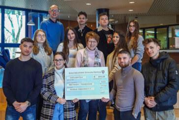 Geld durch Nikolausverkauf gesammelt: Schüler der BBS spenden für Hospizverein Rinteln