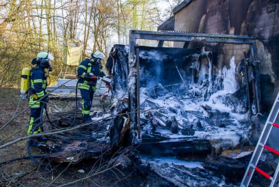 Brandeinsatz im Kieswerk Veltheim: Feuerwehr geht von vorsätzlicher Brandstiftung aus