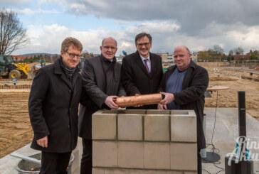 Historischer Moment für Rinteln: Grundsteinlegung an IGS-Baustelle erfolgt