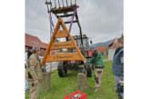 Todenmann begrüßt Besucher mit rustikal-erneuertem Schild
