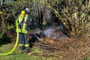 Feuerwehreinsatz in Kleinenbremen: Grünabfall in Flammen