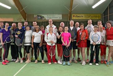 Rot-weiße Tennisnacht punktet: Jung und Alt in bester Spiellaune