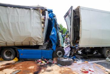 Schwerer Unfall auf A2 zwischen Bad Eilsen und Veltheim: LKW fährt auf Stauende auf