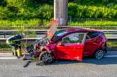 Unfall auf A2 bei Veltheim: Ford und Mercedes stark beschädigt