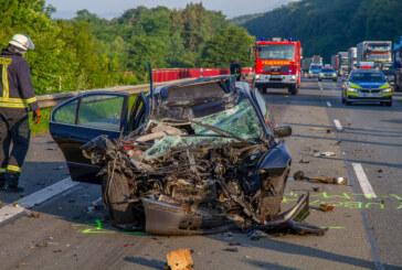 Schwerer Unfall auf A2 bei Kleinenbremen: BMW fährt gegen Kokosöl-LKW