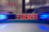 Ohne Führerschein und Licht, dafür mit Drogen und Alkohol unterwegs: Rintelner (21) kracht gegen Schild