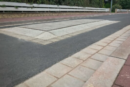 Zu schmal: Fahrbahnerhöhungen in der Drift müssen verbreitert werden
