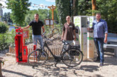 Neu im Weserdorf: E-Bike-Ladestation und Fahrrad-Reparatursäule