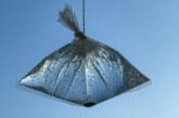 Sommer-Tipp: Lästige Fliegen mit Wasser, Beutel und Münzen vertreiben