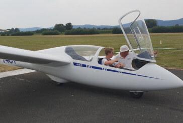 Erster Alleinflug von Moritz Korf / Laurenz Schädel fliegt jetzt den Motorsegler