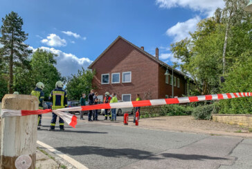 Feuerwehreinsatz in Exten: Bagger beschädigt Gasleitung