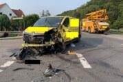Extertalstraße: Aufgefahren und Fahrzeug in Gegenverkehr geschleudert