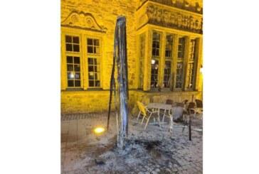 Rinteln: Sonnenschirm am Marktplatz in Brand gesteckt