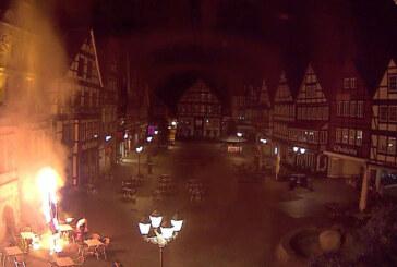 Rinteln: Wieder zwei Schirme am Marktplatz angezündet / Polizei ermittelt Tatverdächtigen