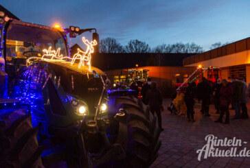 (Video + Bildergalerie) Leuchtend bunte Traktoren sorgen für strahlende Augen bei Jung und Alt