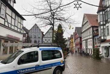 EP:Beckmann repariert Rintelner Weihnachtsbeleuchtung