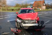 Unfall im Kreuzungsbereich: Autofahrerin (53) schwer verletzt