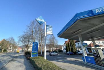 (Update) Rinteln: ARAL-Tankstelle zwei Mal innerhalb von zwei Wochen überfallen – Polizei sucht Zeugen