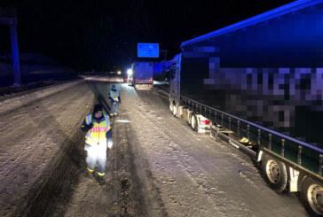 Ehrenamtliche THW-Helfer verhelfen über 100 festgefahrenen LKW zur Weiterfahrt