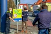 """""""Wenn Du das liest, radelst Du auf der falschen Seite"""": Aktion von Polizei und Ordnungsamt gegen Geisterradler"""