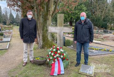 Kranzniederlegung am Seetorfriedhof: In Gedenken an Carl Wilhelm Wippermann