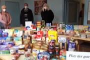 Bastelgruppe der Kapellengemeinde Todenmann übergibt Lebensmittelspende an Tafel
