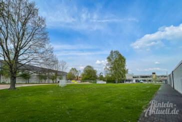 Neuer Versuch: Überdachte Fahrradständer an der Grenze von Schulhof und Hallenbad?