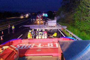 """A2: Wohnmobil bei Raststätte Auetal ausgebrannt / Feuerwehr: """"Rettungsgasse katastrophal"""""""