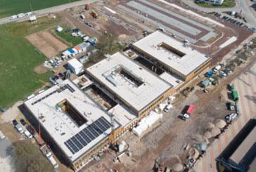 IGS-Neubau bekommt 600 Solarmodule: Zeitraum für den Umzug schmilzt dahin