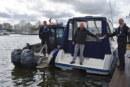Wasserschutzpolizei verteilt Flyer an Wassersportler