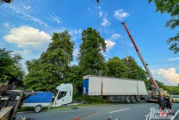 Wegen LKW-Bergung aus Graben: Extertalstraße bis zum Abend gesperrt