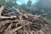 Unbekannte entsorgen Holzhaufen an der B 238