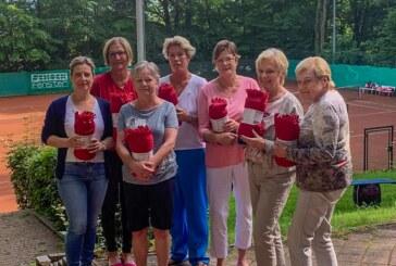 Tennisdamen setzen Idee in die Tat um: Fleecedecken für die Terrasse