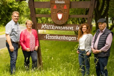 Möglicher Kreisverkehr und neuer Dorfmittelpunkt: Bürgermeisterkandidatin Doris Neuhäuser besucht Krankenhagen