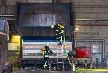 Erneuter Feuerwehreinsatz bei PreZero in Porta: Zwei Mitarbeiter verletzt
