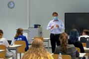 """""""Praxis meets Schule"""": Burghofklinik-Geschäftsführer als Gastdozent an den BBS Rinteln"""