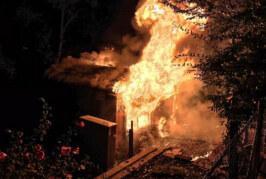 Einsatz für Feuerwehr Rinteln: Erneut Gartenhaus in Flammen