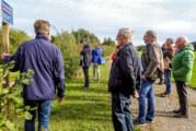 NABU Rinteln führt ehemalige Ratsmitglieder und Stadtmitarbeiter durch die Auenlandschaft