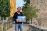 Rolf Fischer zeigt neuen Rinteln-Motivkalender für 2022