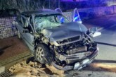 Unfall in Todenmann: Auto prallt gegen LKW-Anhänger